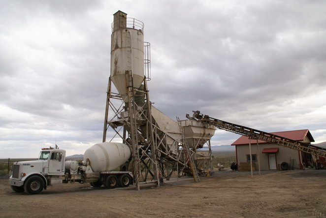 Our computer-controlled concrete batch plant in Lovelock